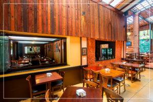Vista da Sala Principal para a sala lateral e a Sala das Cervejas Especiais - Caetano's Bar